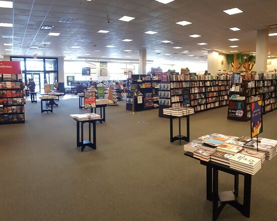 Barnes And Noble Bookstore And Cafe