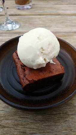 Oxted, UK: Chocolate brownie