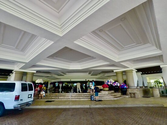 Motor Lobby at The Moon Palace Sunrise where We can take You back & forward form The Cancun Airport.