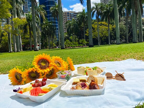 Pick up a Picnic Bag and enjoy in the Botanic Gardens