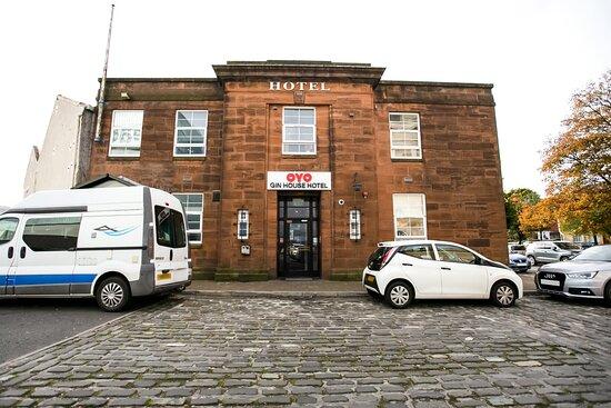 OYO The Custom House Hotel