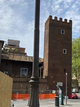 Palazzo e Torre degli Anguillara