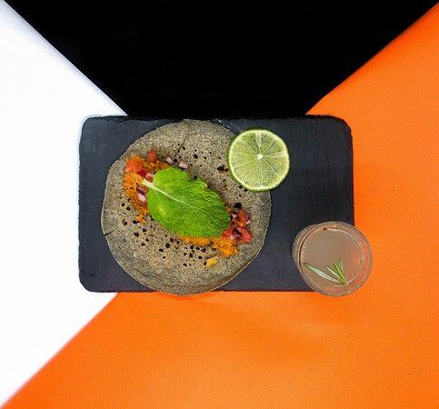 Ha llegado TACO SYLE en Tropiqual!! Taco de mais azul, lomo de cerdo con salsa curry-thai y pico de gallo