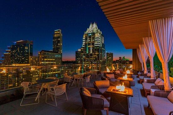 Azul Rooftop Bar & Lounge