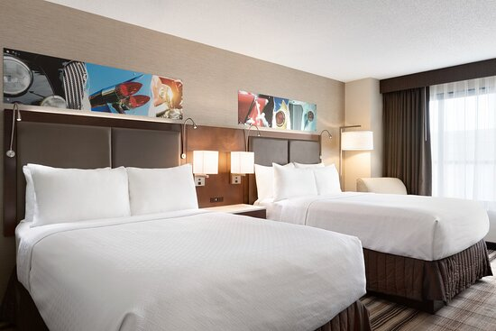 Executive guest rooms feature modern comfort and furnishings.