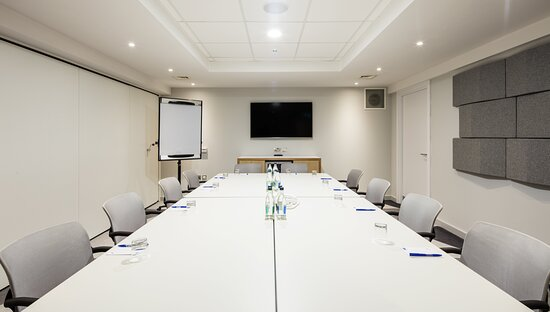 Bright & Modern Meeting Rooms