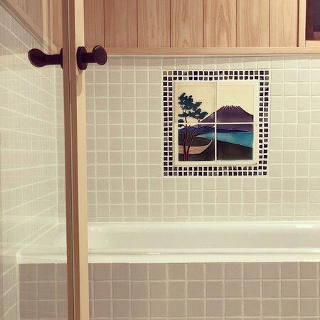 マジョリカタイル絵のある浴室