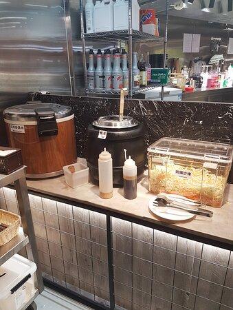 套餐包任食沙律、餐湯及日本珍珠米飯