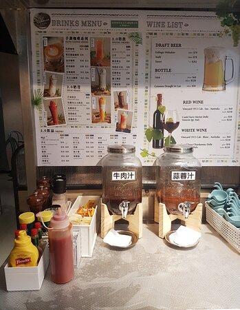 另外自助吧檯放咗好多款醬汁同調味料,有牛肉汁、蒜蓉汁、和風醬汁、日式胡麻醬、 芝士粉、岩鹽、黑椒等