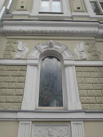 Фасад с декоративным украшением