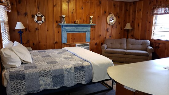 Bernice, OK: Our king room with kitchenette and full size sleeper sofa.