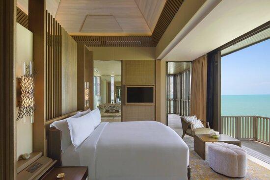 Three-Bedroom Villa Mutiara - Master Bedroom