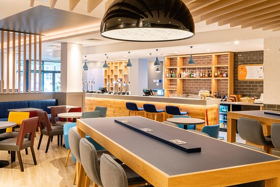 Relax, refuel and recharge in our hotel bar and restaurant