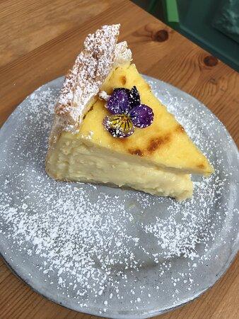 Grass Valley, CA: Delightful slice of cake