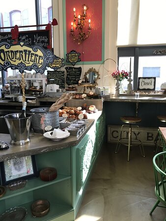 Wonderful desserts, pastries and espresso drinks in downtown Grass Valley.