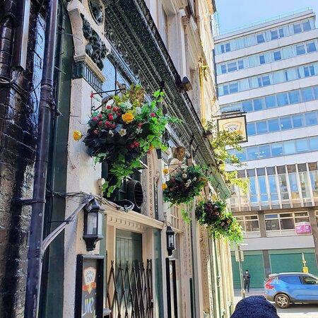 Well kept exterior of pub .
