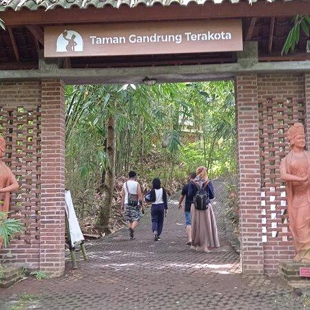 Taman Gandrung Terakota