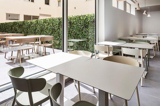 Esplanada + hall / Terrace + hall / Terraza + hall