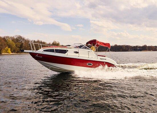 Mietet Euch ein schnelles Motorboot in Berlin