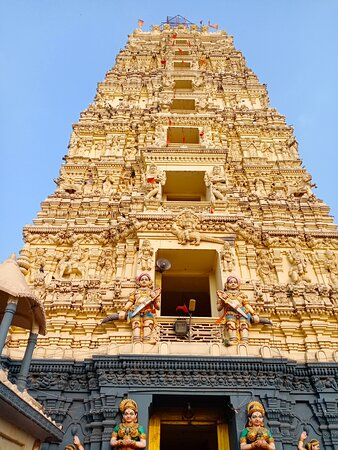 Palakollu, India: The small but clean tower