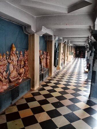 Palakollu, India: Well maintained corridor