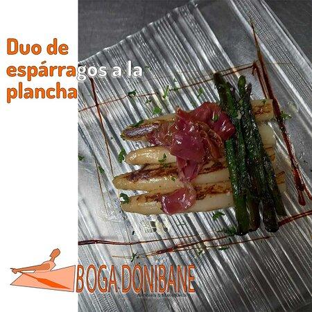 ☝️ Os presentamos nuestro plato exquisito 👉 Duo de espárragos a la plancha👩🍳 . 👩🍳 A que esperas a probar estos deliciosos platos de Nuestra tierra 🥮 . 👩💼 Si se va a elegir algún tipo de arroz o mariscada.🦞 Puedes saber más de nosotros en  👇👇👇👇 👉Donibane Kalea, 80.Pasai Donibane. 👉20110 Pasaia_Gipuzkoa 👉Tel_+34943519271 👉https://www.bogadonibane.com/ . #gipuzkoa_turismo #gipuzkoa_ederra #donostiasansebastian #errenteria #oiartzun #lezo #bogadonibane #restauranteGuipuzcoa #mari