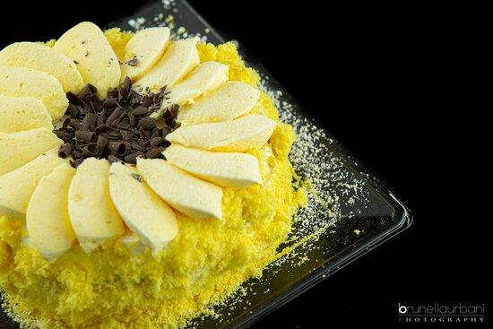 Roma, Italia: Torta Mimosa con gocce di cioccolato