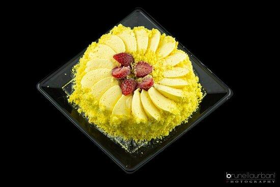 Roma, Italia: Torta Mimosa alla fragola