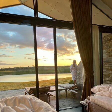 Kerteminde, الدنمارك: Med udsigt til solnedgang fra værelset på Great Northern
