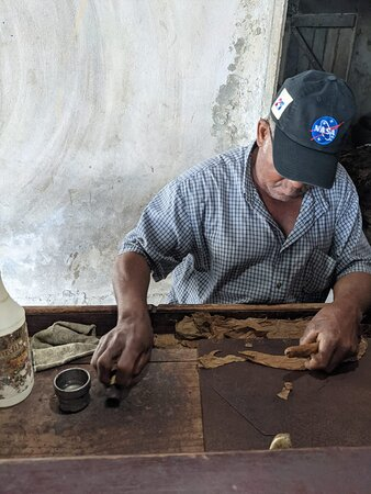 Safari: Authentic tour of the country, culture, local life: fabrication de cigare