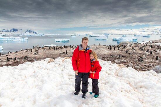 אנטארקטיקה: One of my favorite shots from Antarctica with my eight-year-old. Antarctica is remarkably kid-friendly - penguins, whales, seals, icebergs, snowball fights, snow angels, hot chocolate - and not all that cold. Eight is a good minimum age. 