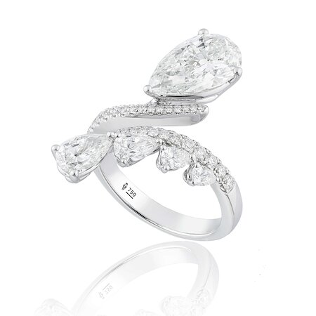 A fresh start always brings positive vibes that will let you start your day right. This joyous feeling is the inspiration behind The Exquisite collection that transforms the beauty of morning dew on the tip of a leaf into a stunning fine jewellery collection. © copyright