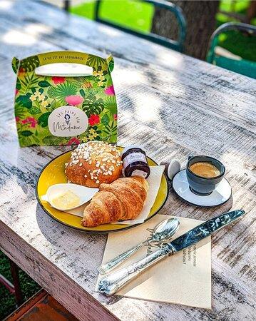 [ PETIT DEJEUNER 🥐😋] Une BONNE journée commence par un BON petit-déjeuner🙌 ! Madame le sait bien… elle a donc préparé pour vous 3 belles formules petit-déjeuner BIO à emporter ou à se faire livrer !