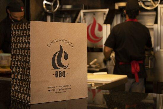 Atendemos também por delivery! Com embalagens exclusivas da Churrasqueira BBQ.
