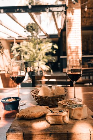 Empanadas y vino