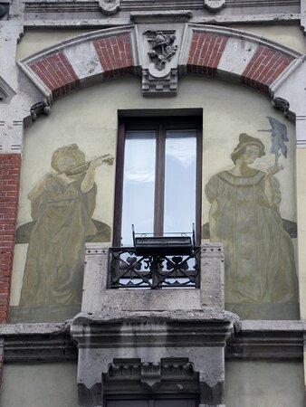 Archetto e figure dipinte