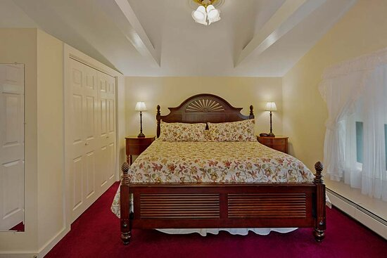 The Lightkeepers Cottage. King bed