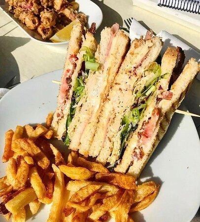 TRES PISOS SANDWICH  si eres de club sándwiches este va para ti!