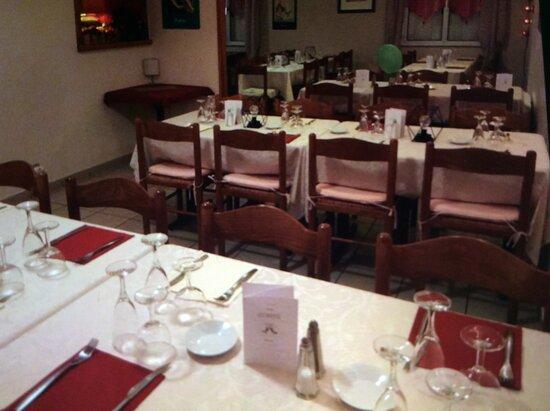 Malestroit, Γαλλία: Repas de famille ou groupe par table de 6 ou 8