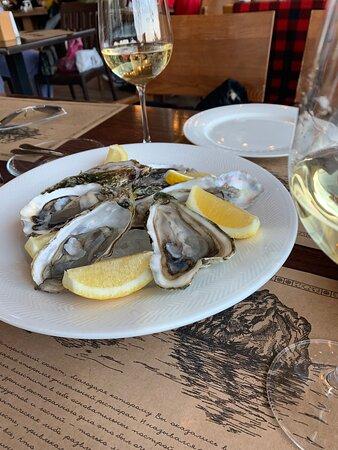 Были 26 и 27 апреля 2021 г. Приятное место, прекрасный выбор местных вин, все очень вкусно!