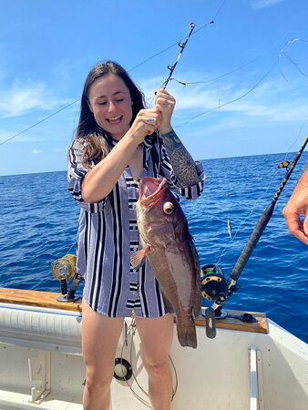 Half day fishing tour: Catching a grouper