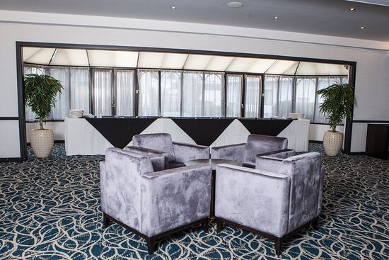 Willow Suite lounge for guests at Crowne Plaza Felbridge