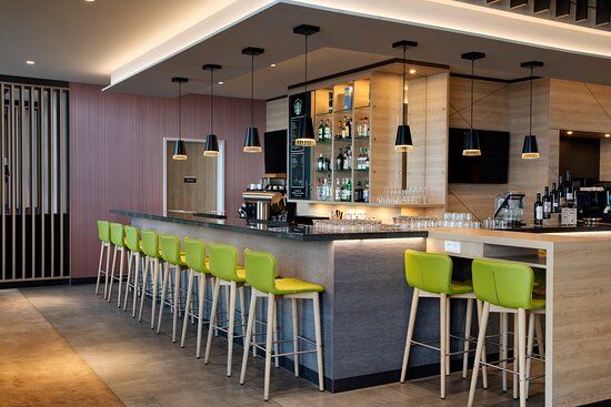 The Hub bar in the hotel's Open Lobby, a relaxing spot.