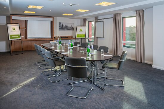 All meeting room have natural daylight and are sound proofed