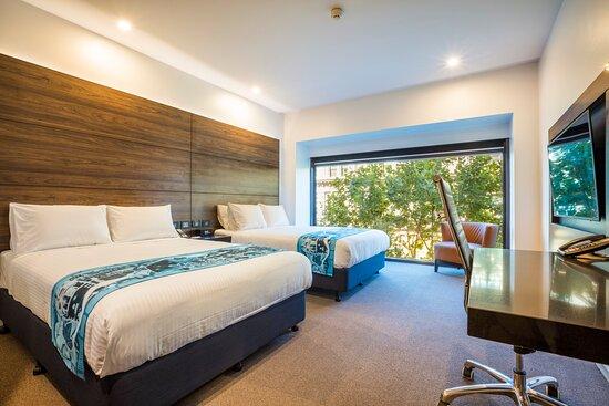 Holiday Inn Melbourne on Flinders 2 Bed Urban Guest Room