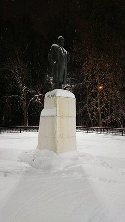 памятник Ильичу у Дворца культуры имени С.П. Горбунова