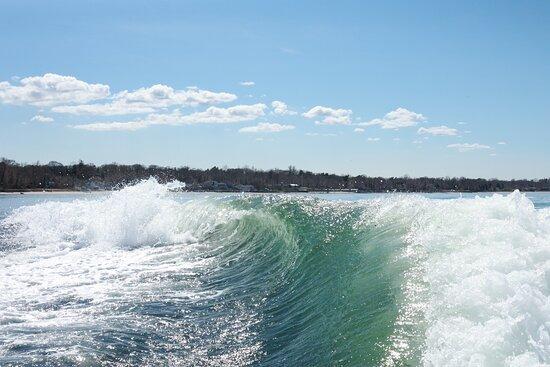 Huntington Bay, NY: Our wakesurfing wake