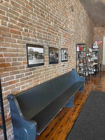 Alma, เนบราสก้า: Original brick walls.