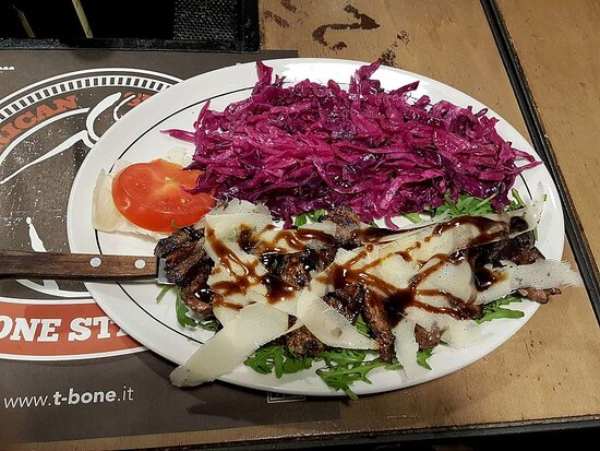Plank steak with red cabbage