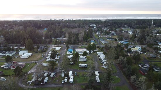Ariel view of Pacific Motel and RV park facing west with Gray's Harbor Lighthouse to the right.
